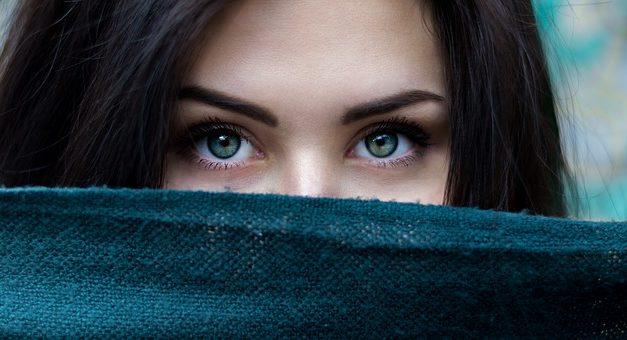 Spessa palpebre nascondere le palpebre: in modo da trucco si abilmente abilmente