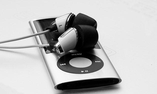 Come faccio a scaricare musica sul mio iPod?