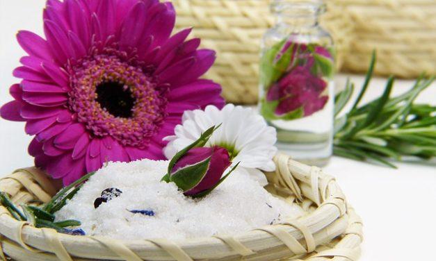 Sali da bagno del Mar Morto: l'applicazione per la pelle vellutata